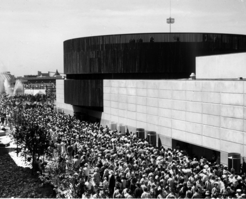 Exterior of Telephone Pavilion on Expo 67 grounds with line-ups, 1967. Photograph by Graetz. Courtesy Bell Historical Collection, 29726-5.